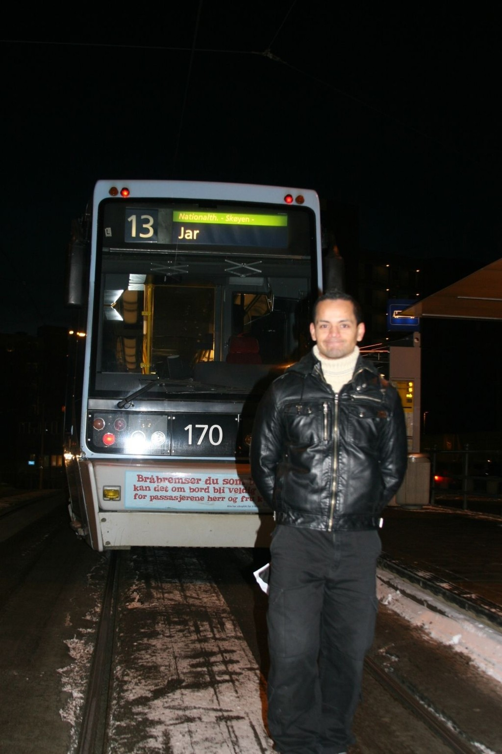 Julio Gonzales ble sjokkert vitne til at en reisende med gyldig billett angivelig fikk juling av kontrollørene på Oslo-trikken.