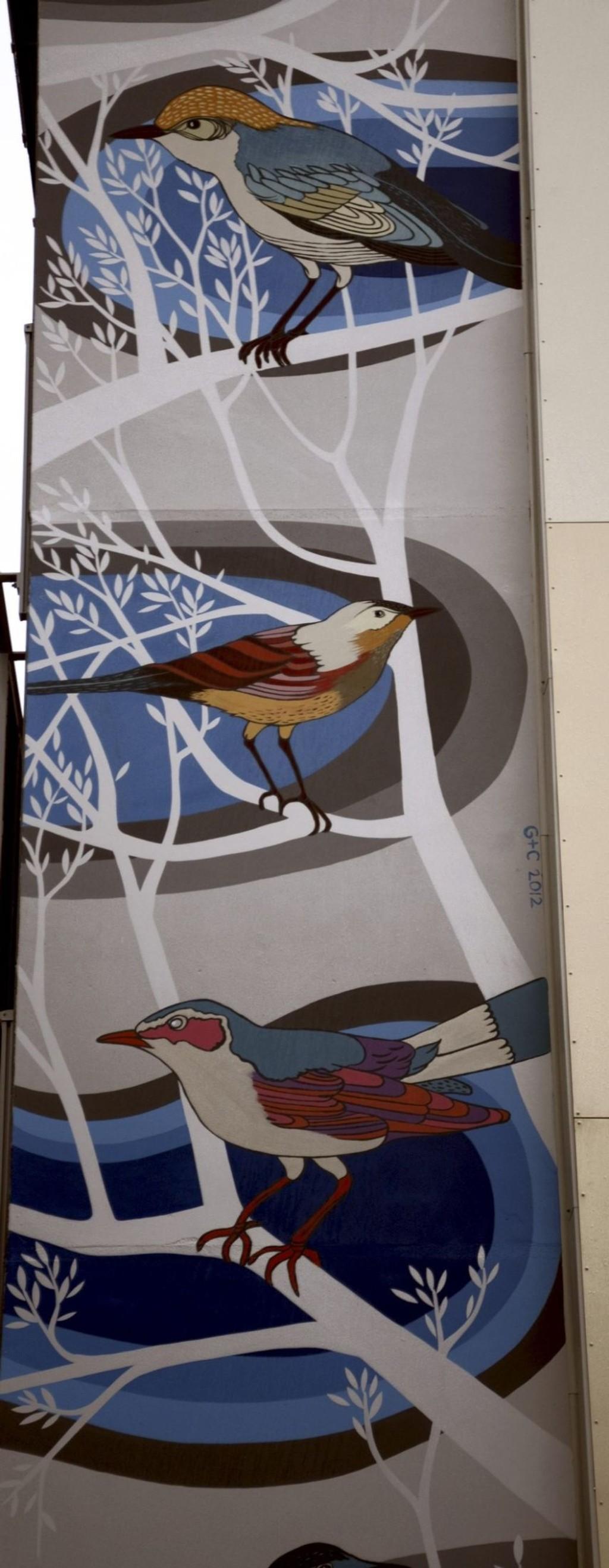 FUGLEKUNST: Designerduoen Gilles & Cecilie har bokstavelig talt stilt fuglene til veggs. FOTO: NINA SCHYBERG OLSEN