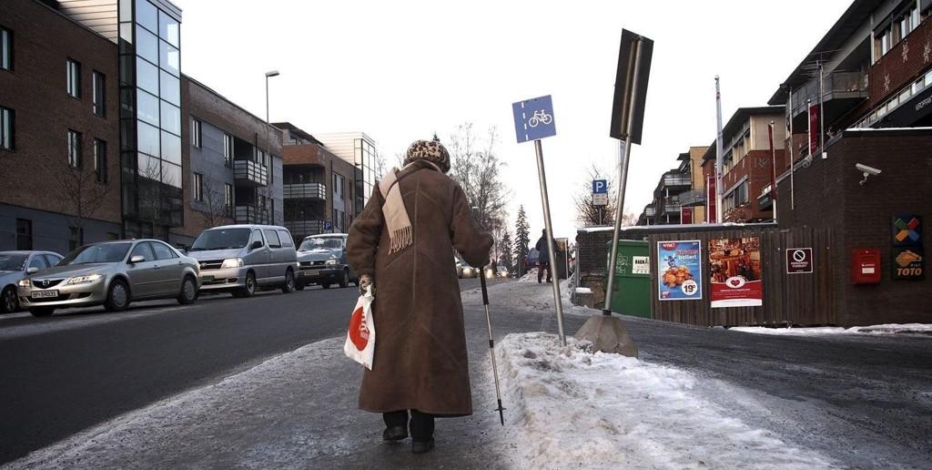 Farlig føre: Dårlig strødde veier skaper problemer for beboerne på Røa. Her utenfor Essostasjonen like før jul.Foto: arkiv