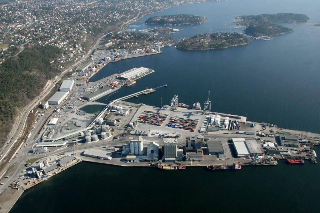 SJURSØYA: Det var ved tankskipustikkeren på søndre Sjursøykai mot Kneppeskjær at det rant ut 334.000 disesel og parafin fra Shells anlegg 3. juledag.