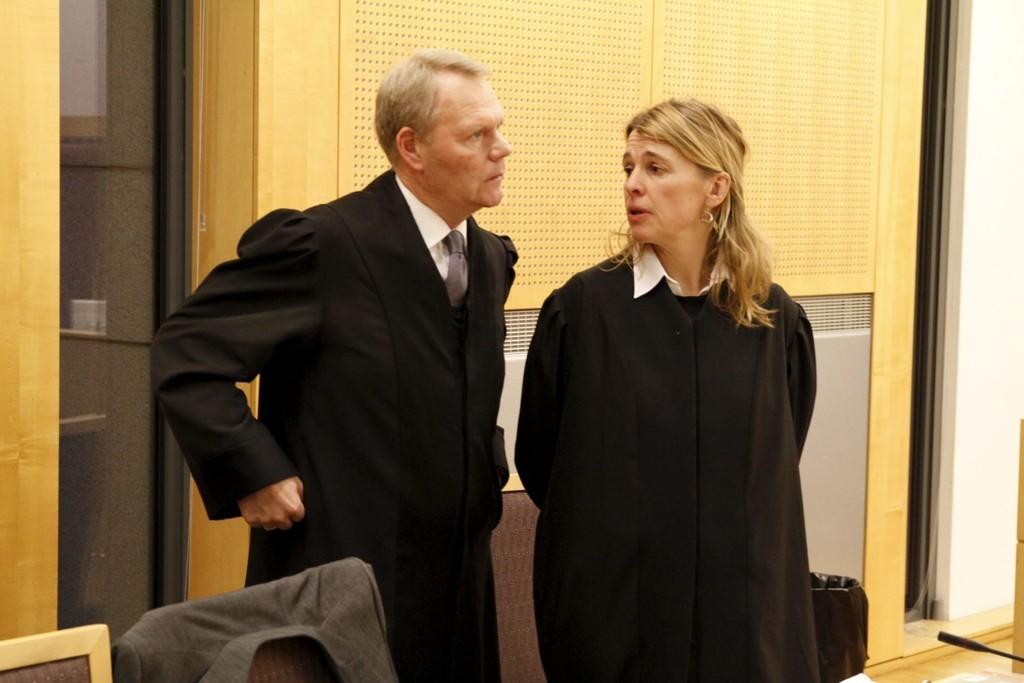 TINGRETTEN: Mandag startet saken hvor en mann (44) står tiltalt for seksuell omgang med sju gutter. Her er aktor Irlin Irgens og bistandsadvokat Ola Lunde.