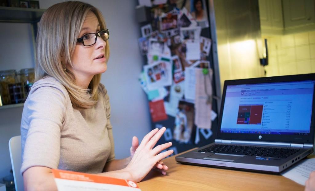 Nesten halvparten av oss har gått tom for lønning en uke før neste lønning, sier Kristina Picard.