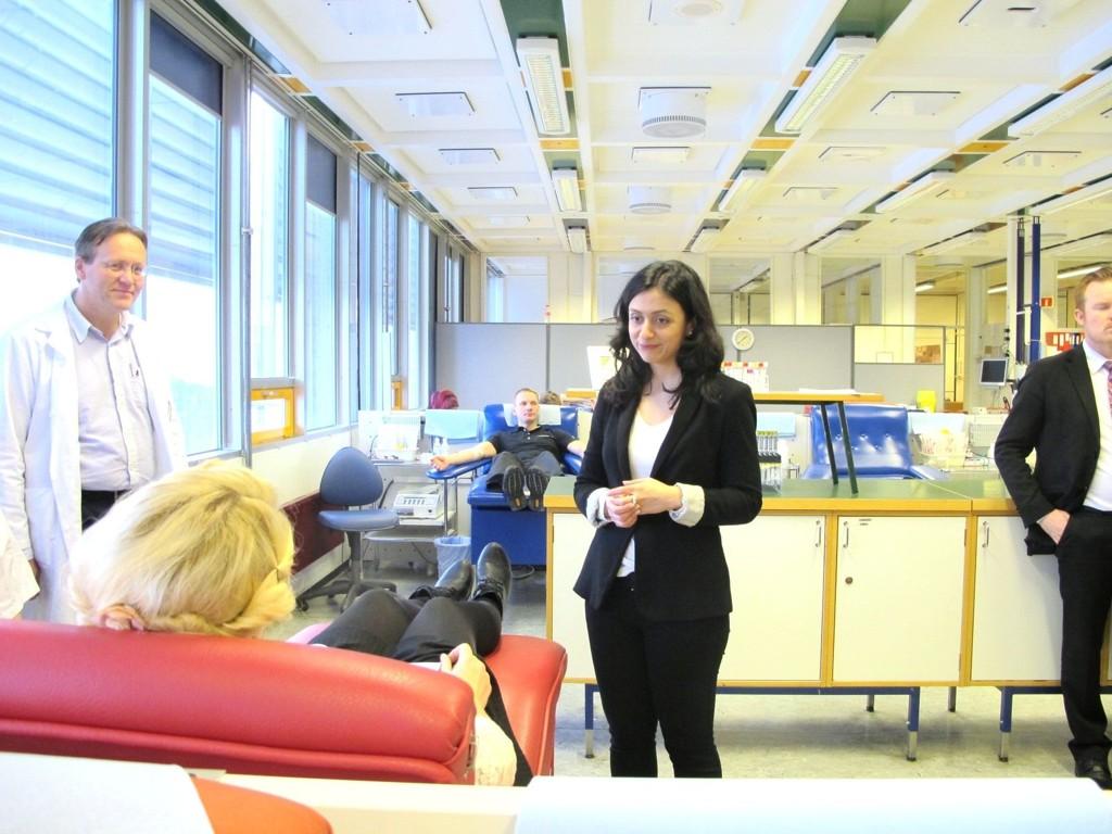 REDDER LIV: – Å gi blod er en enkel måte å redde liv på, sier nykronet blodgiverambassadør Hadia Tajik.