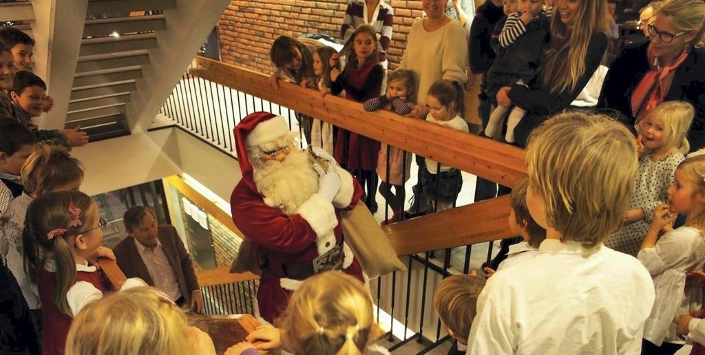 Høydepunkt: Barna ropte og ropte, og til slutt kom julenissen. Alle foto: Jarle Aabø