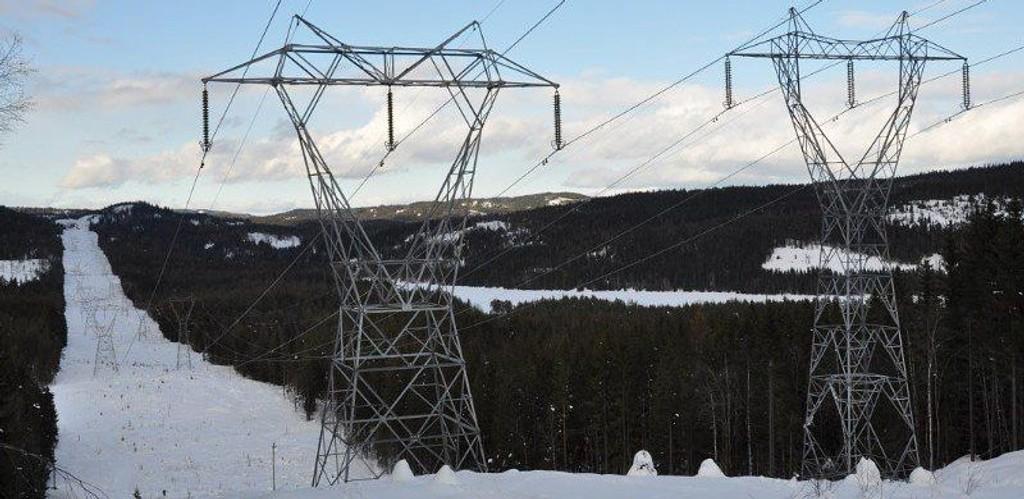 Å frigjøre 32 kilometer med dobbeltløp av master gjennom Nordmarka kan føre til at Ullern og Vestre Aker får «monsterlinjen». Foto: Sissel Riibe, NVE