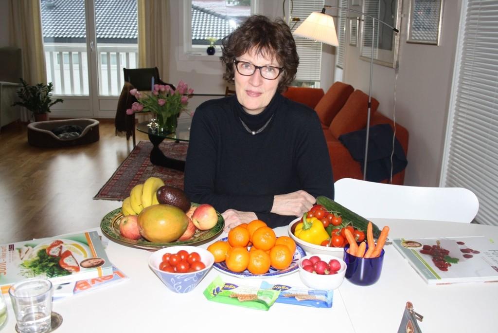 ALLTID PÅ KJØKKENET: Turid Dankertsen fra Nordstrand har alltid frukt og grønt på kjøkkenet. – Jeg pleier å ha cherrytomater på kjøkkenbenken som jeg småspiser litt på om dagen, sier Turid.