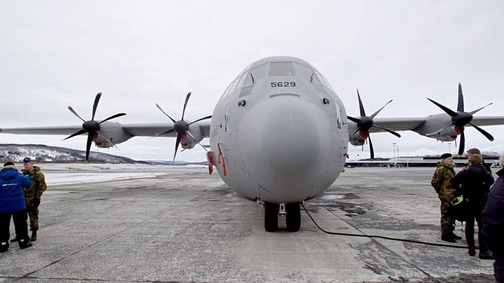 """Hercules-flyet """"Nanna"""" på Evenes flystasjon søndag."""
