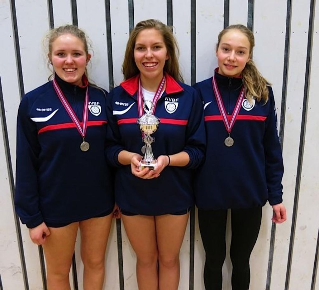 Tre jenter fra Nordstrand bydel forsvarte Østlandets ære strålende med sølvmedalje. Fra venstre: Charlotte Hellum Bye, Kesia Heiberg og Live Lunde Fossdal.