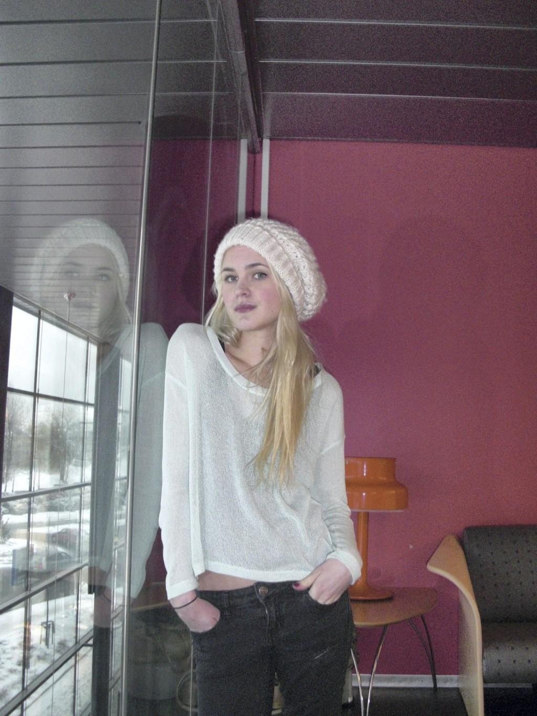 FRISKERE: – Jeg er ikke helt frisk, men jeg er på god vei, sier Linnéa Myhre under bokbadet.