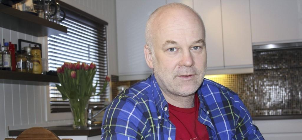 Thor Gjermund Eriksen hjemme på kjøkkenet på Høybråten. – Høybråten er et godt sted å bo. Det er dessuten langt mer mangfoldig nå enn det det var da jeg vokste opp, sier han.