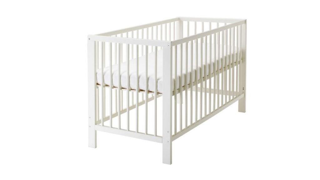 barneseng inntil seng