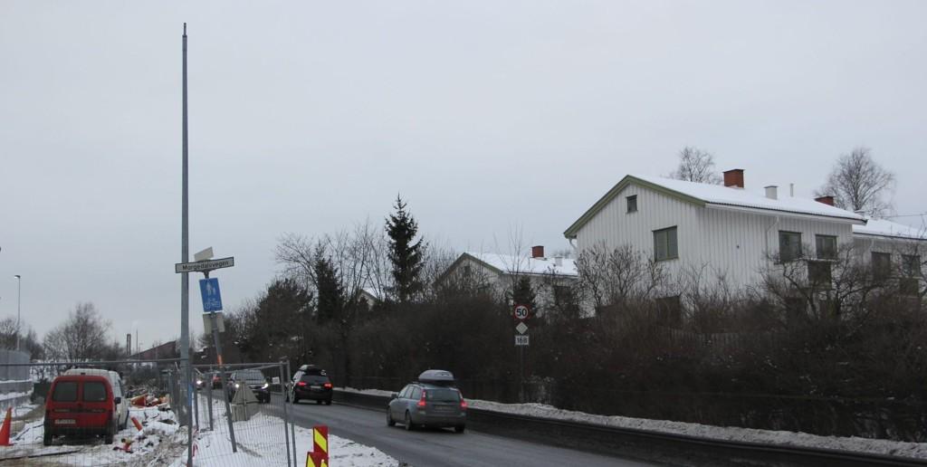 Langs ambassadetomten er gatebelysningen fjernet, uten at verken myndigheter eller beboere er blitt varslet. Ingen vet heller grunnen til at gatebelysningen er borte.Foto: Vidar Bakken