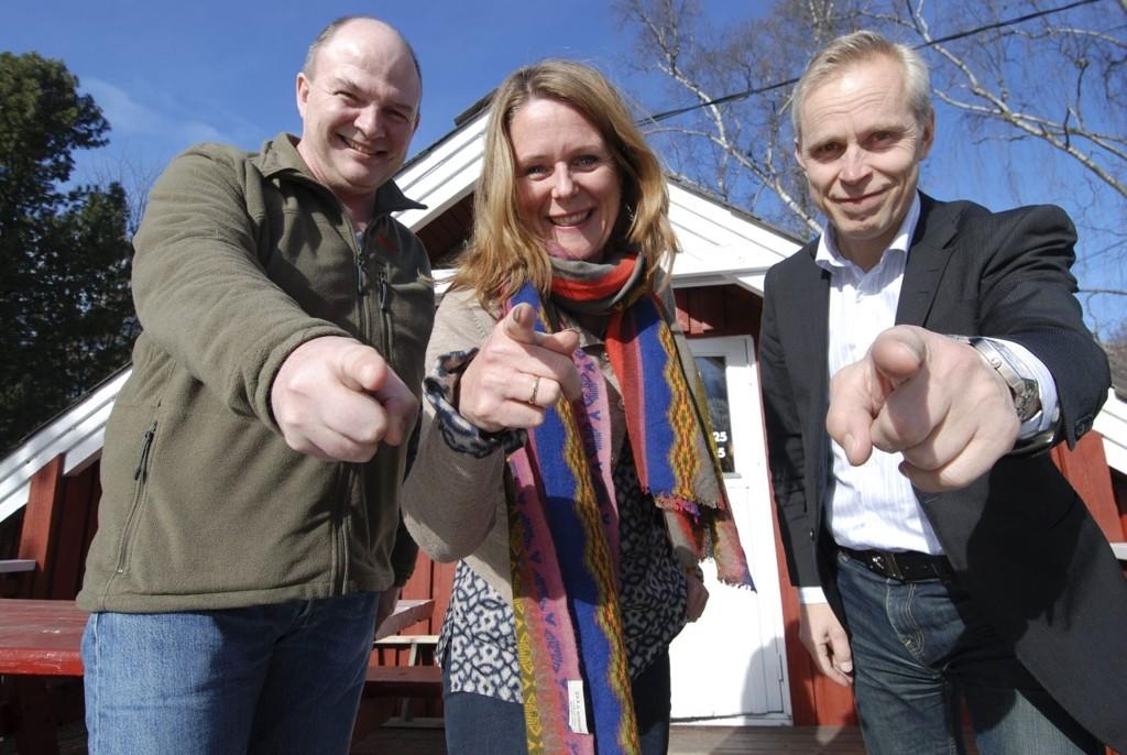 Tar fatt i frivilligheten: Tore Gleditsch, Elisabeth Simonsen og Tore Svalastog i ressursgruppen jobber på spreng.