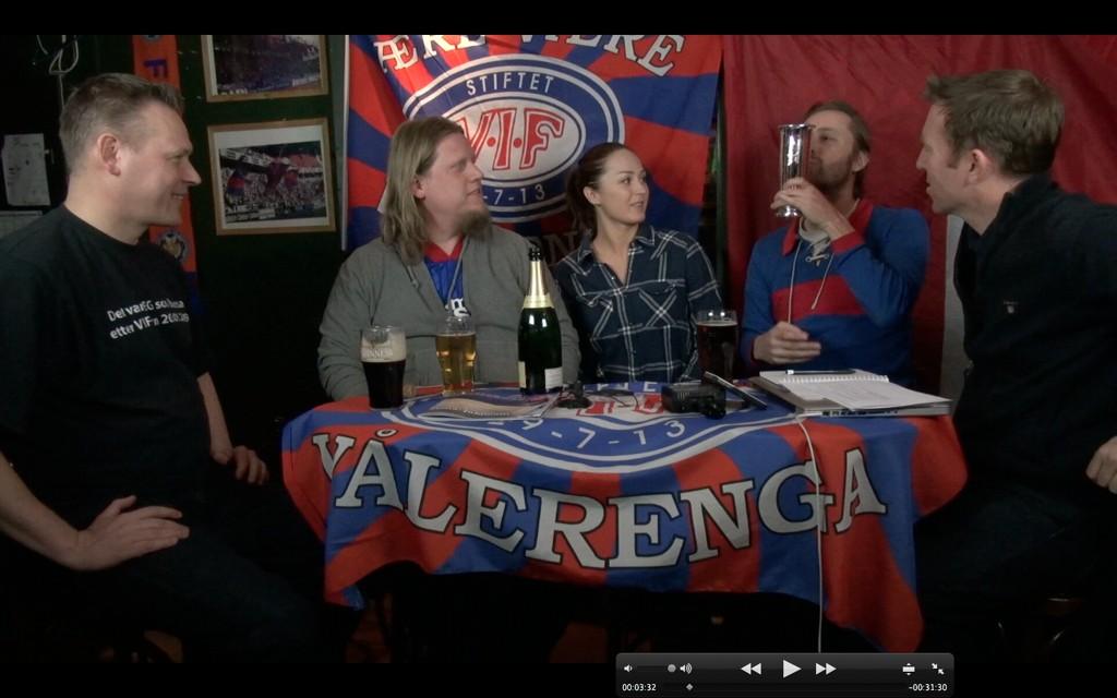 Espen Bjørneseth (f.v.), Anders Grydeland, Rikke Tautra, Rune Jusvik med hockeydamenes kongepokal, og programleder Christian Haksø i første episode av «Bohemen LIve».