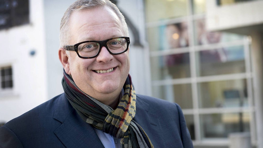 Ivar Halstvedt er i Bergen for å se at bystyret vedtar å selge 49 prosent av aksjene i Bergen kino AS.