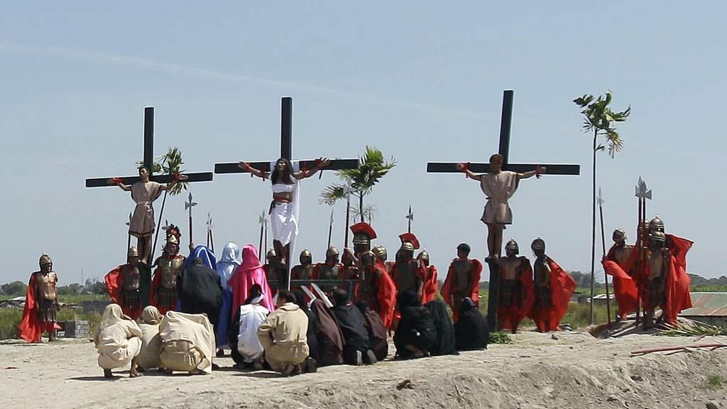A crowd watches a reenactment of Jesus Christ's crucifixion as part of Good Friday rituals on March 29, 2013 at Cutud, Pampanga province, northern Philippines. Several Filipino devotees had themselves nailed to crosses Friday to remember Jesus Christ's suffering and death, an annual rite rejected by church leaders in this predominantly Roman Catholic country.