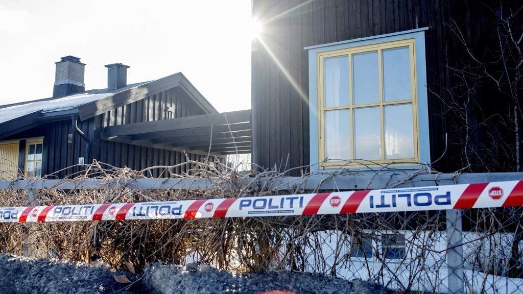 Skjærtorsdag formiddag ble det funnet en død mann i en bolig i Nordbyveien på Skjetten i Skedsmo kommune. Omstendighetene rundt dødsfallet fremstår foreløpig som uavklart, og politiet på Romerike har satt igang etterforskning. Politiet betrakter saken som mistenkelig, og det avventes kriminaltekniske undersøkelser på stedet.