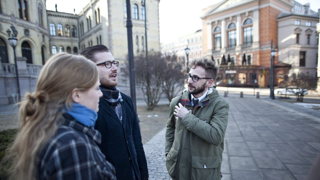 TAR AVSTAND: KrfU-leder Elisabeth Løland, Unge Venstre-leder Sveinung Rotevatn og Unge Høyre-leder Paul Joakim Sandøy mener alle at norsk våpeneksport til undertrykkende regimer må stoppe.
