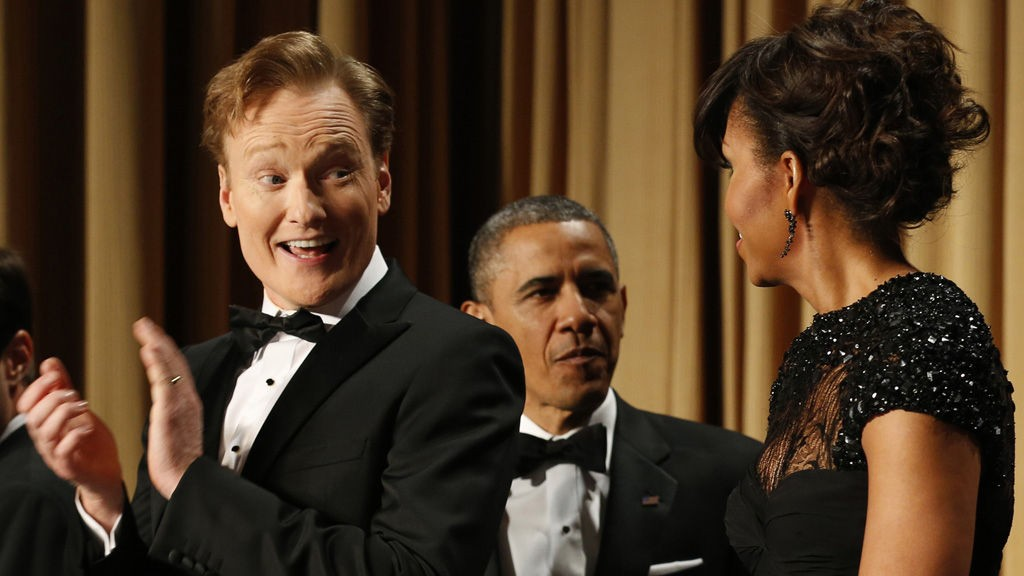 Comedian Conan O'Brien looks toward first lady Michelle Obama as U.S. President Barack Obama arrives at the White House Correspondents Association Dinner in Washington