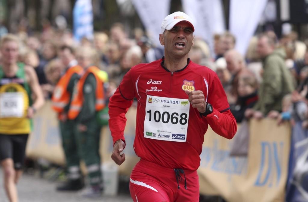 I MÅL: Bul-løperen Abdeslam Naji var fornøyd med å nå målstreken etter det 10 km lange løpet.