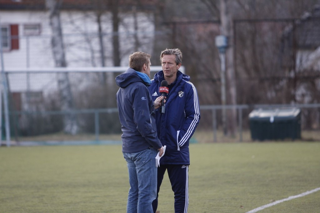 Stabæktrener Petter Belsvik blir intervjuet av dittOslo, som sendte kampen direkte.