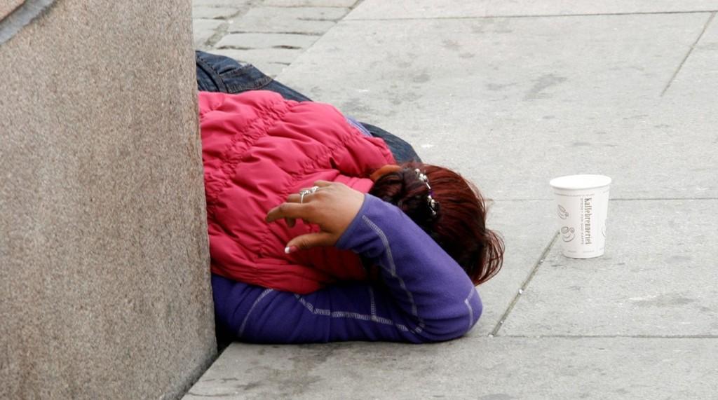 FORBUDT: Det er fritt fram for bostedsløse å tigge i Oslo, men nåde deg om du prøver å sove på gata eller i en park. ILLUSTRASJONSFOTO