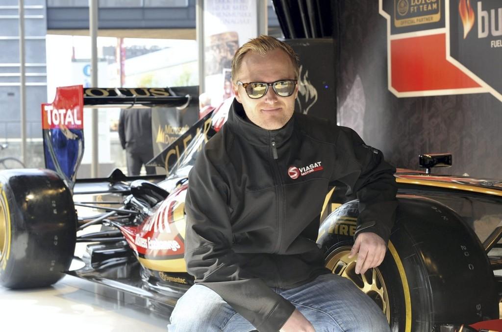 PÅ HJEMMEBANE: Formel 1 kommentator på Viasat Motor Atle Gulbrandsen synes det er kult at Lotusbilen har vært på utstilling i hjembyen Oslo.