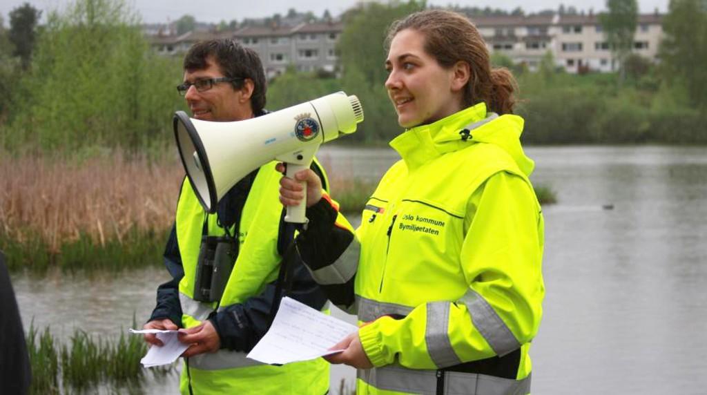 VÅTT: Det silregnet da Emilie Agenæss og Bård Bredesen orienterte hele bystyret om planene for Østensjøvannet torsdag denne uken.