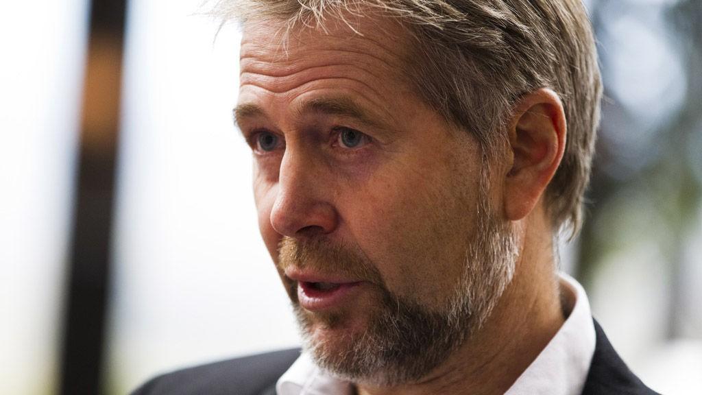 Arne Johannessen, lederen av Politiets Fellesforbund, frykter at en reduksjon i antall politidistrikt vil også bety mindre politi.