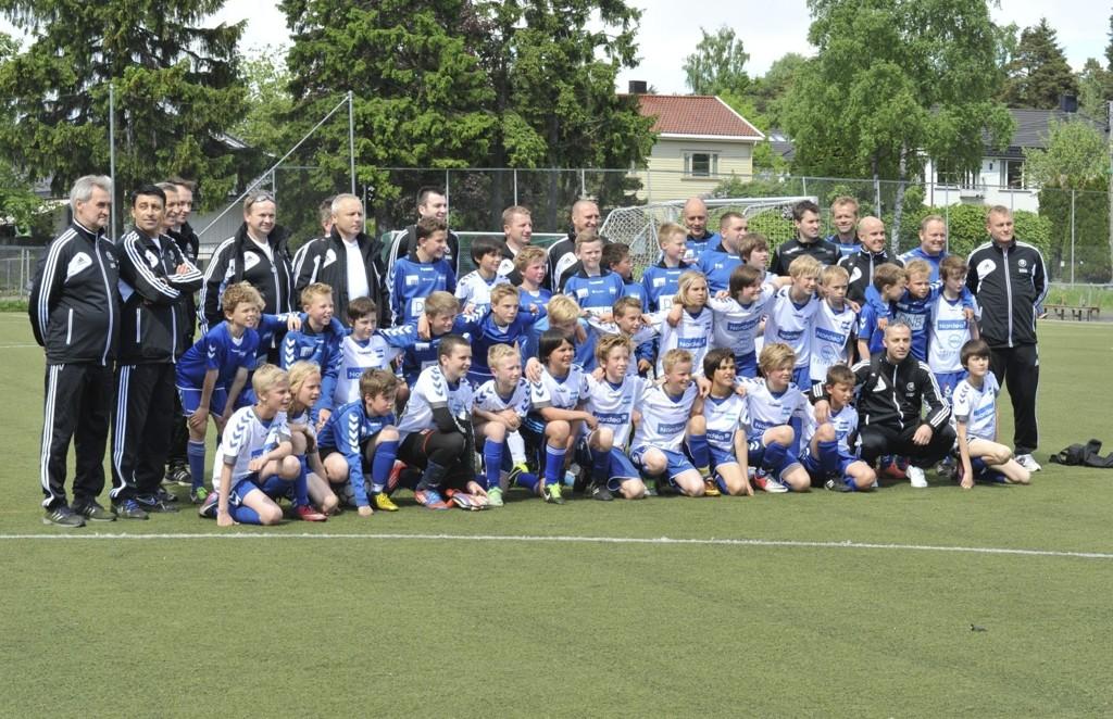 Samlet: Her er alle i Nordstrand samlet sammen med trenerne fra Europa. alle foto: solfrid Therese nordbakk