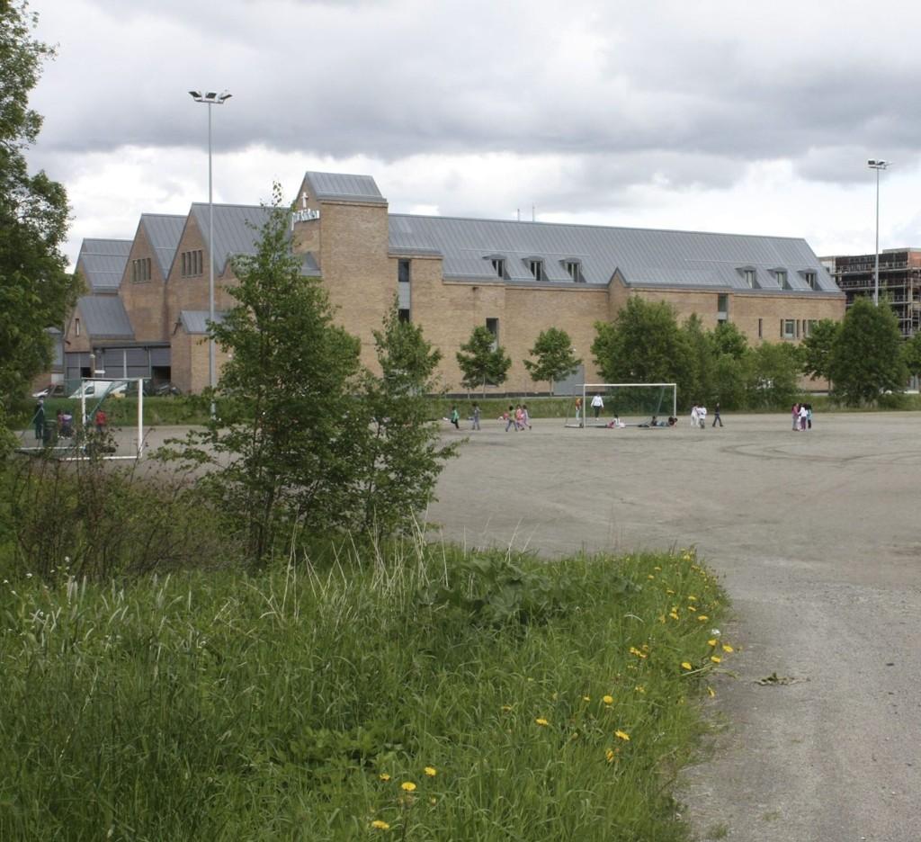 GRUS BLIR GRESS: Bydelen ønsker å bruke 300.000 kroner til å legge brukt kunstgress på Mortensrudbanen.Foto: Aina Moberg