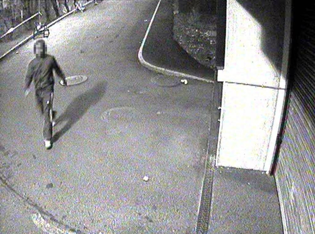 Like etter overfallsvoldtekten i mai 2010 sendte politiet ut dette bildet av den antatte gjerningsmannen. Nå er han pågrepet og siktet for ugjerningen.