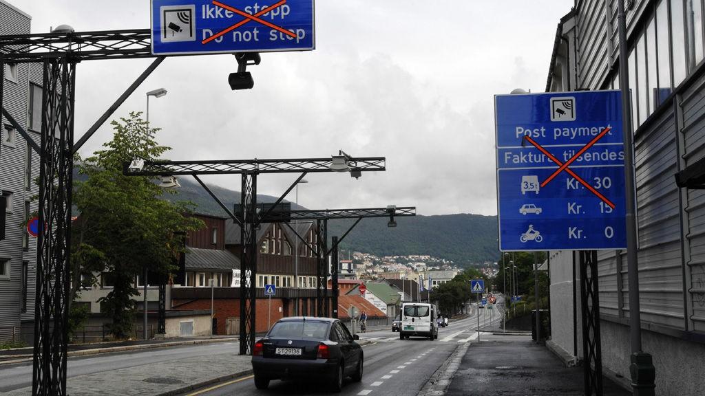 BERGEN 20070704: Rundt deler av Bergen blir en dobbel bomring satt i drift fra onsdag. Økte bominntekter skal finansiere bybanen og nye veier. Foto: Marit Hommedal / SCANPIX .