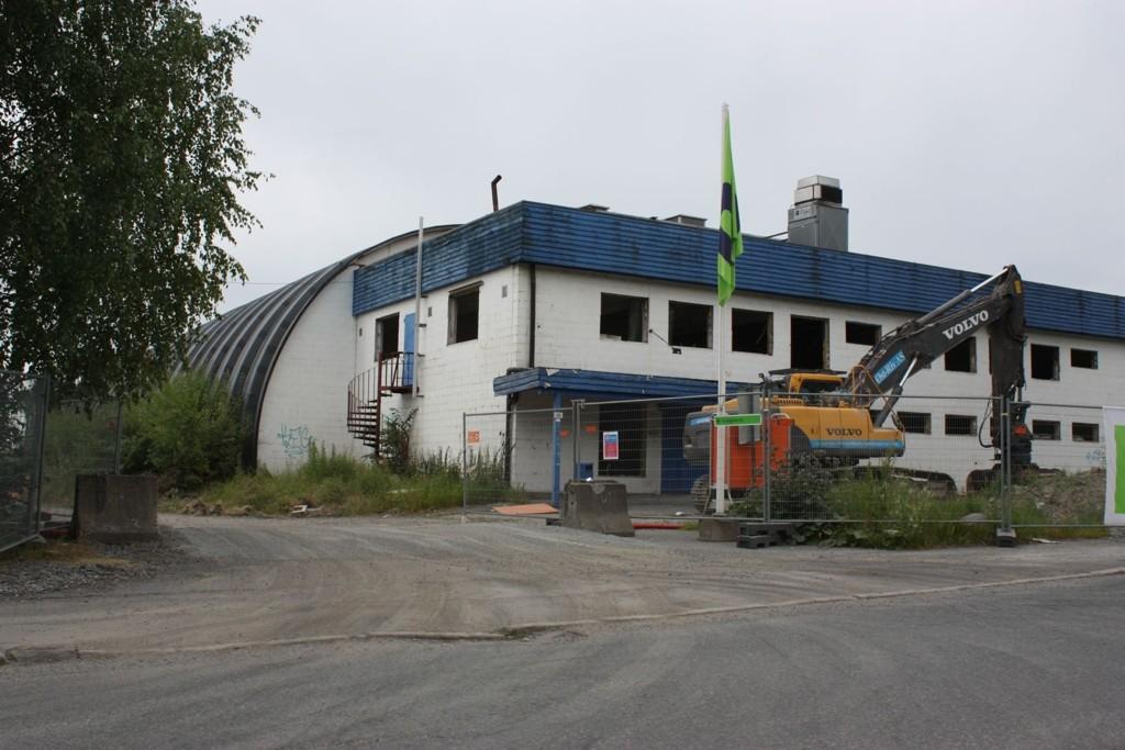 RIVES: Veitvet Idrettshall ble reist på dugnad på 80-tallet. Nå rives hallen til fordel for ny flerbrukshall.