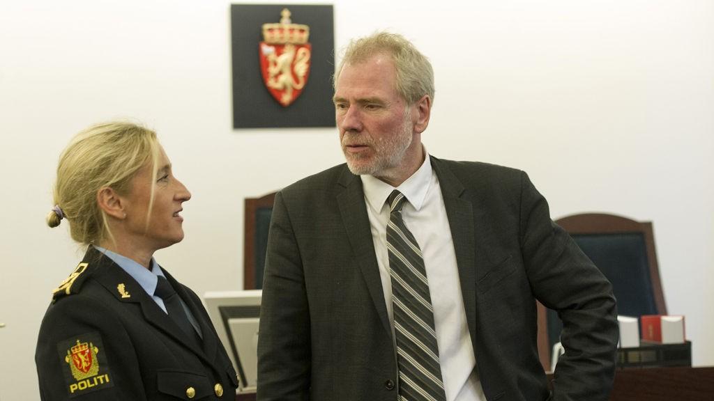 Bergen 20131107. Politiinspektør Sidsel Isachsen (t.v.) og advokat for drapsmannen i Årdal Fredrik Verling under fremstilling for varetekt i Bergen tingrett torsdag. Siktede var ikke til stedes.