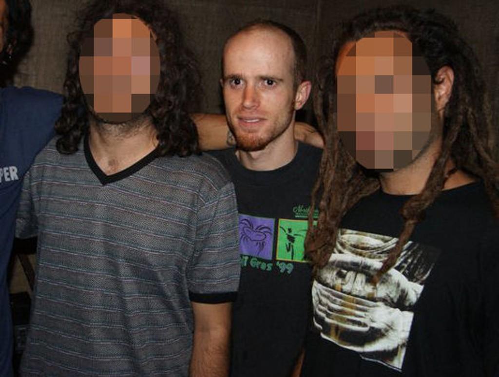 I IRAN: Bassisten i midten er identifisert av politiet som mannen som skal ha drept medlemmene i bandet Yellow Dogs i New York mandag denne uka. Bildet er tatt i Iran da Eirik og Pål Magnus møtte bandet Free Keys, et band bassisten senere ble kastet ut fra.