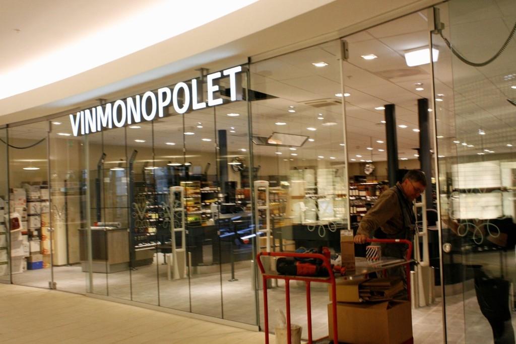 VIL ÅPNE FLERE POL: Vinmonopolet mener det er grunnlag for å åpne ett nytt polutsalg i Oslo annethvert år. Her fra Lambertseter kjøpesenter, som fikk pol i 2010.