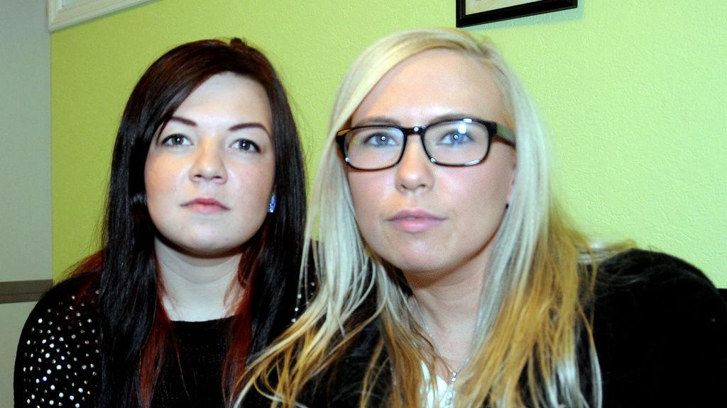 Maret Inger Gaup og Elle Kare Gaup tør ikke drive reinflokken etter flere trusler fra en annen reindriftsutøver.