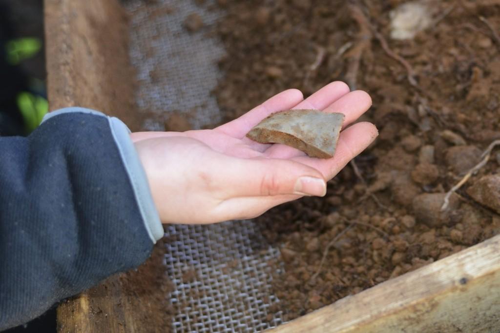 STEINALDERFUNN: Det er funnet rundt 12.000 gjenstander i Sørmarka, deriblant skraperedskaper og øksedeler i flint.