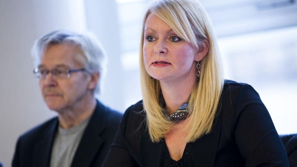 """DEBATT: På møte i Kringkastingsrådet mandag ble den såkalte """"korssmykke-saken"""" behandlet. Her Sylfest Lomheim og Mette Gundersen."""