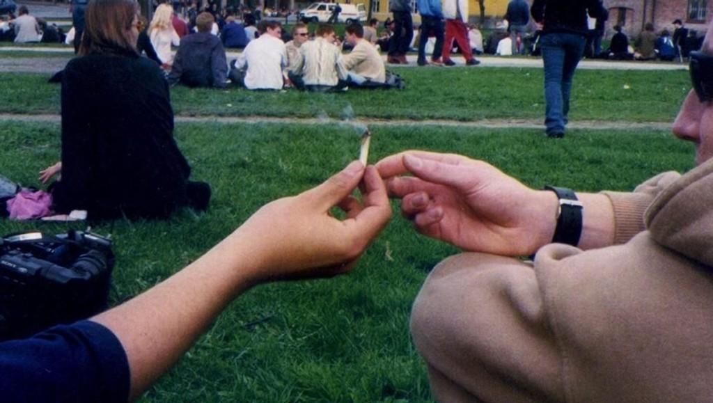unge røyker og drikker mindre