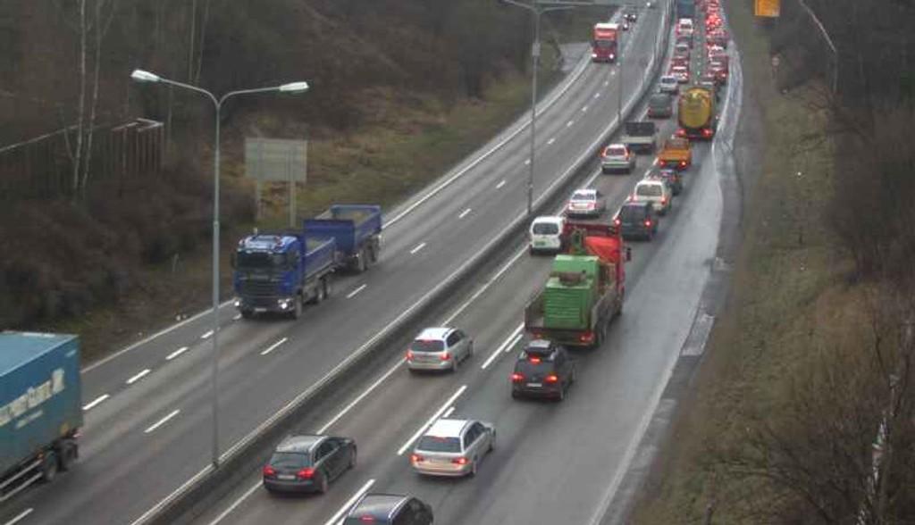 TETT: Tett trafikk på E6 etter ulykken onsdag ettermiddag.