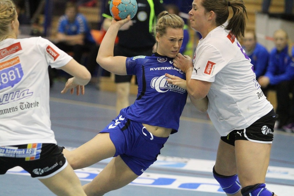 SLET FORAN MÅL: I andre omgang gikk Oppsal over åtte minutter uten å sette inn mål. Her forsøker Frida Nåmo Rønning seg på et skudd.
