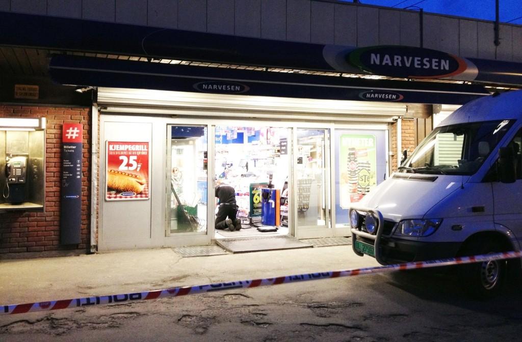 To ganger i løpet av fire dager rettet en 19 år gammel mann pistolen mot ansatte på Narvesen på Skullerud. 20. januar må han møte i tingretten for å svare på tiltalen for to væpnede ran og våpenbesittelse.