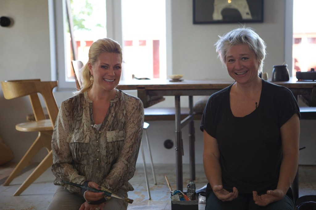 HERLIG PÅ KJELSÅS: Kunstneren Maria Øverbye viser frem hjemmet sitt.