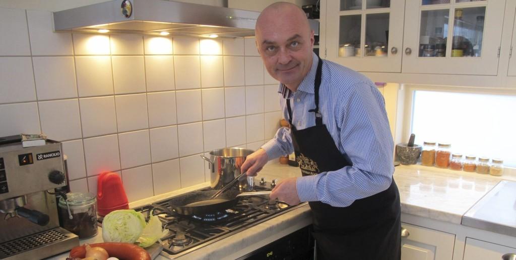 GOD MAT TIL ALLE: Jarle Aabø har laget mat selv siden han var 15. Med Facebook-gruppen «Norges Beste Kokker» håper han flere vil våge å gi seg selv et innblikk i kjøkkenets vidunderlige verden.