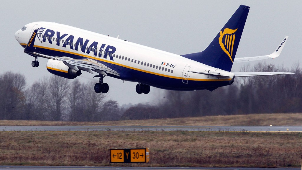 Ryanair BOING 737 under take off på Moss lufthavn Rygge.