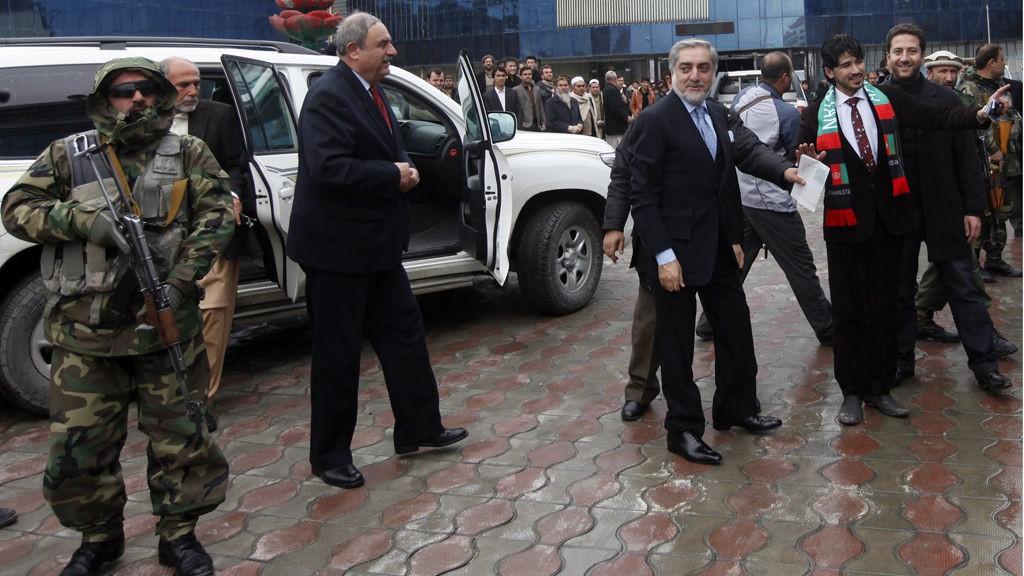 Presidentkandidat Abdullah Abdullah under første dag av valgkampen i Afghanistans hovedstad Kabul. Dagen før ble to av hans valgkampmedarbeidere drept i Herat.