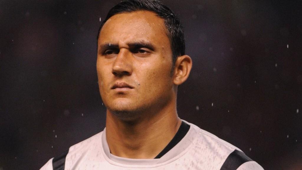ETTERTRAKTET: Både Liverpool og Everton følger Keylor Navas tett.