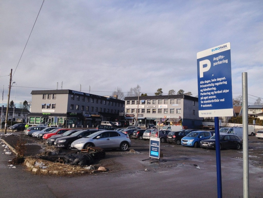 NORDSTRANDVEIEN 40: EuroPark har overtatt driften av parkeringstomten på Sæter. Avgiften er kroner 20 per time.